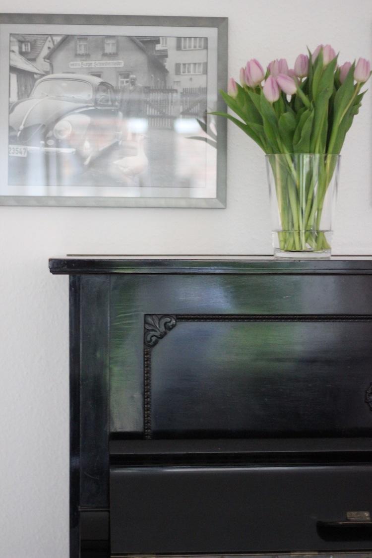 Tulpen auf Klavier