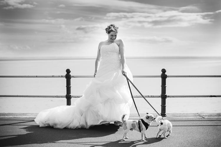 kerstin-hochzeit-portrait-strand-hunde
