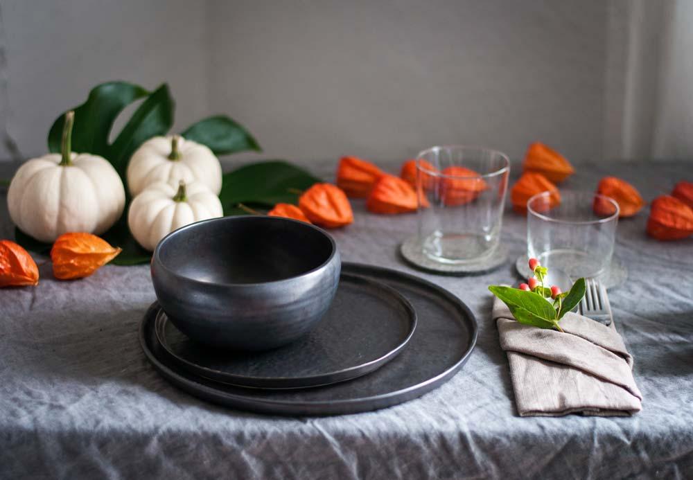 Herbstlich eingedeckter Tisch. Serviette als Bestecktasche. hamburgvoninnen.de