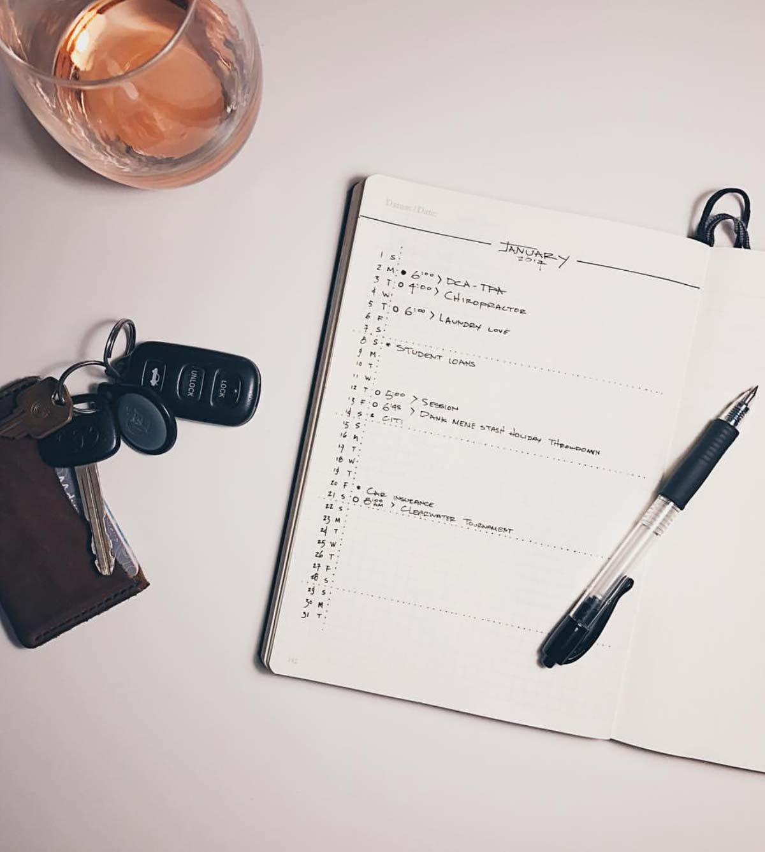 Monatsübersicht. Minimalistisches Bullet Journal, hamburg von innen