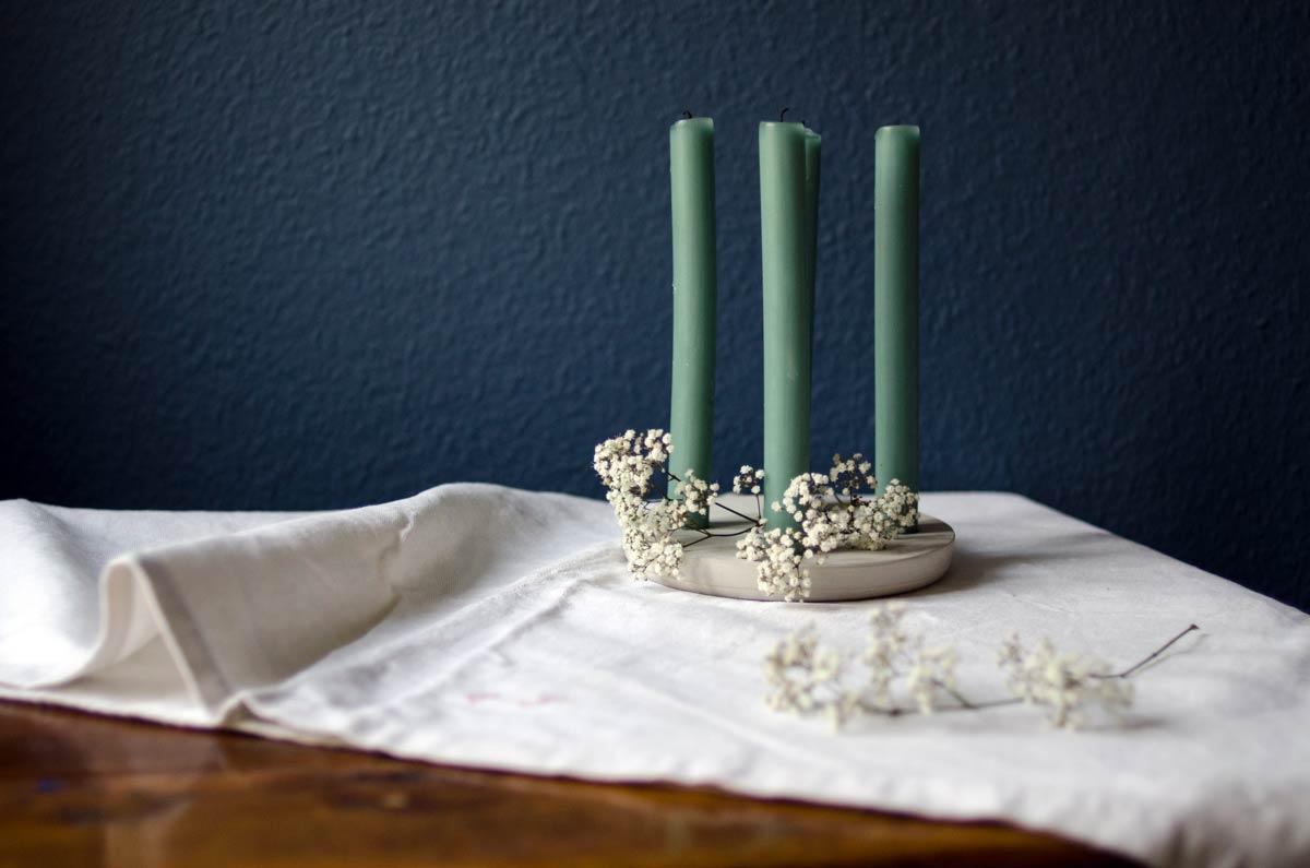 Nachhaltig und schön: Adventskranz aus Zement